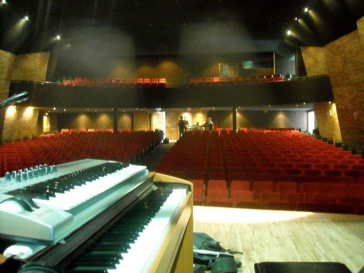 Teatro Municipal de Nova Friburgo, hermoso teatro para 600 personas, y lo llenamos!!!