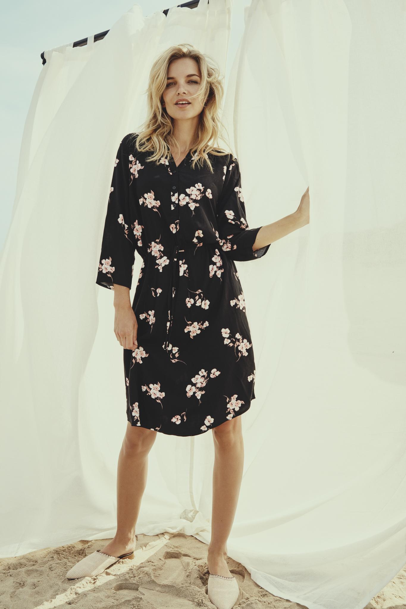 Vestido floral Byoung negro 20807853 (1)