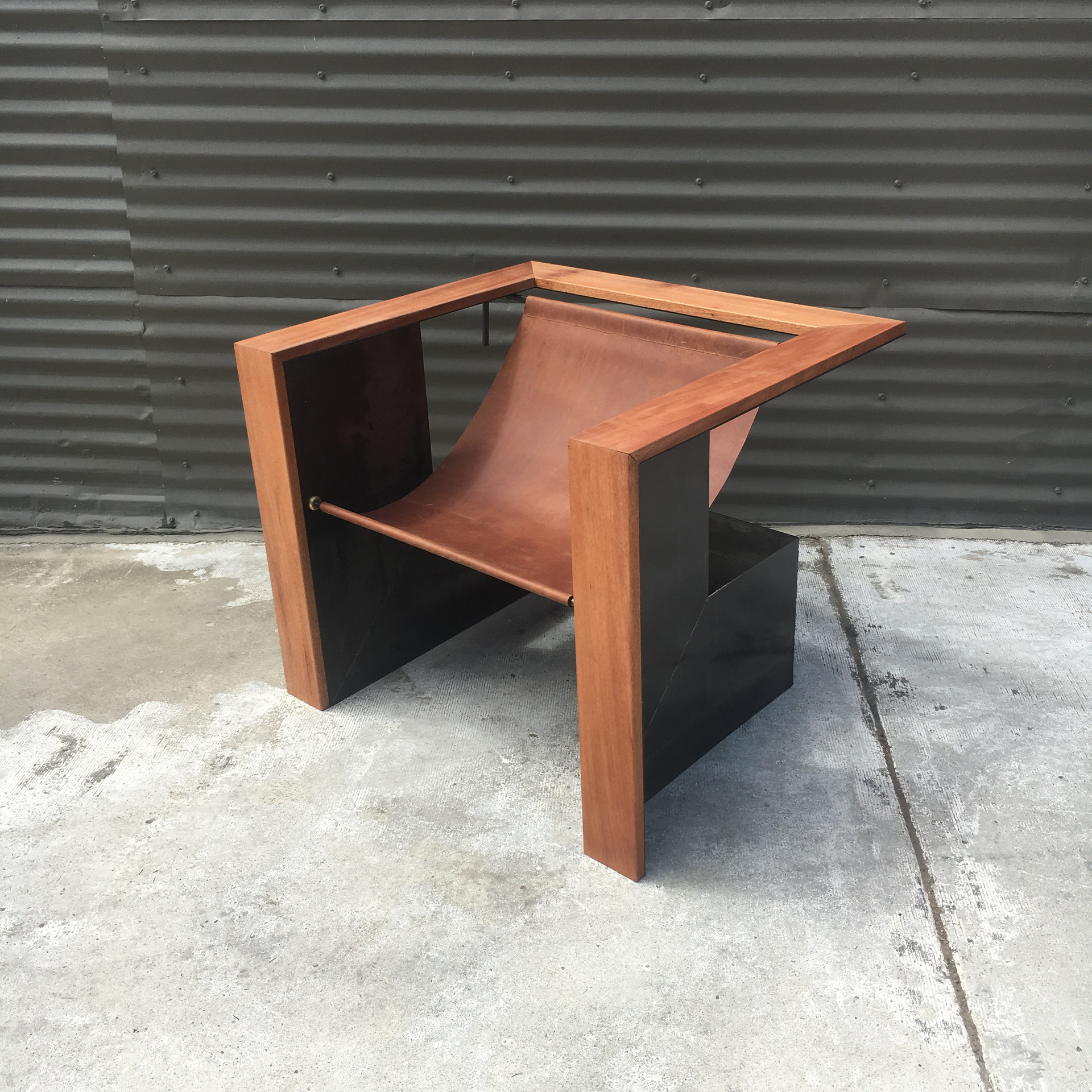 SWINDLER CHAIR