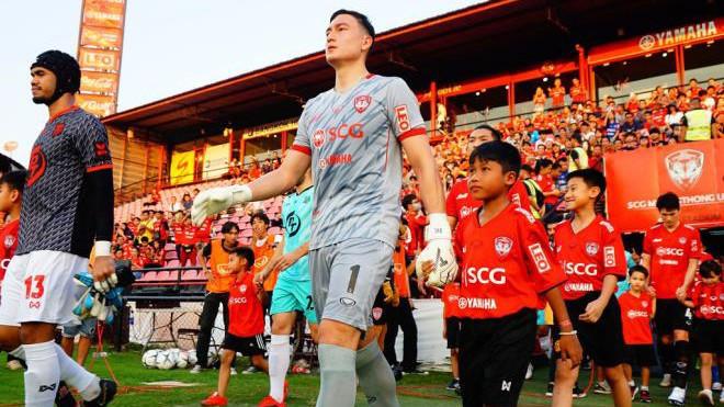 """Thủ môn Đặng Văn Lâm đang """"thất sủng"""" ở Muangthong United."""