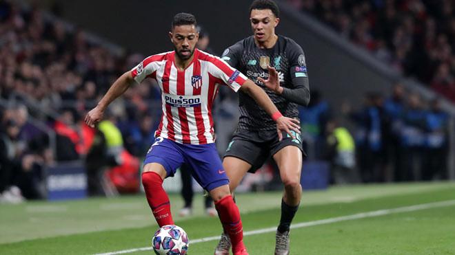 Renan Lodi (trái) là cầu thủ của Atletico Madrid vừa dính Covid-19. |JP88