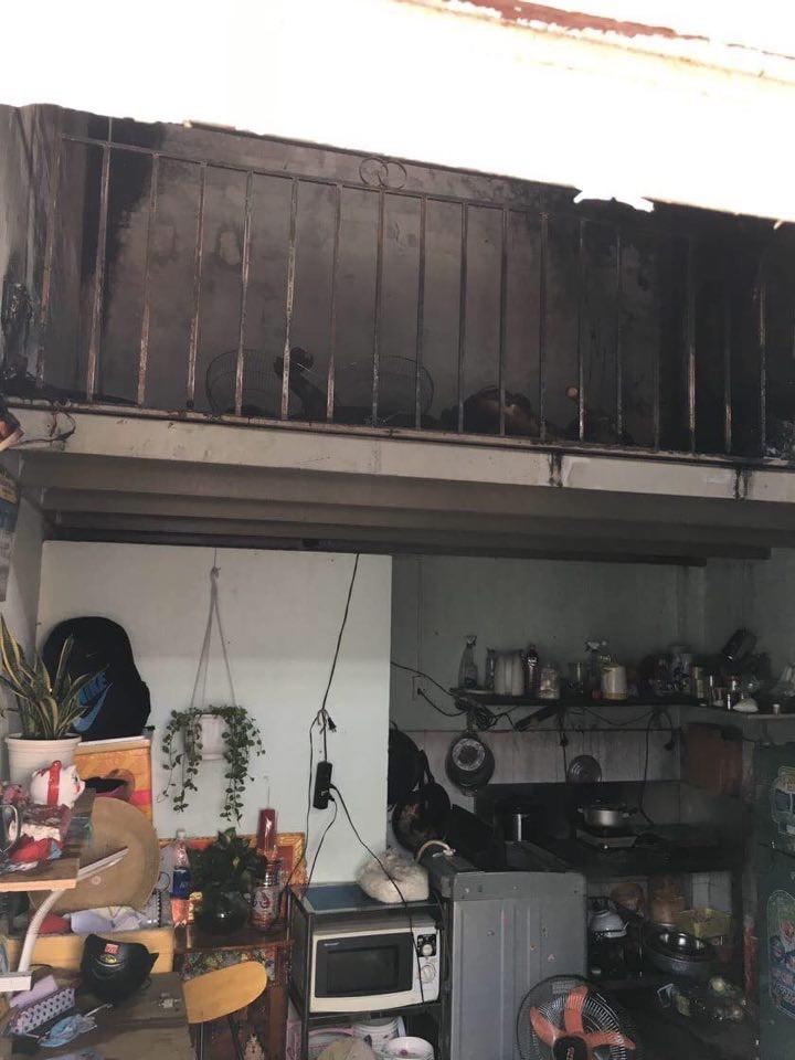 Khu vực gác lửng của phòng trọ bị cháy |JP88