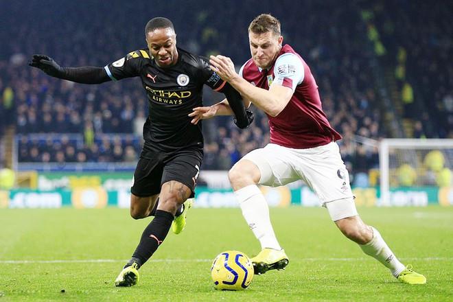 Manchester City (áo đen) thắng 4-1 trên sân Burnley ở lượt đi AFP  JP88