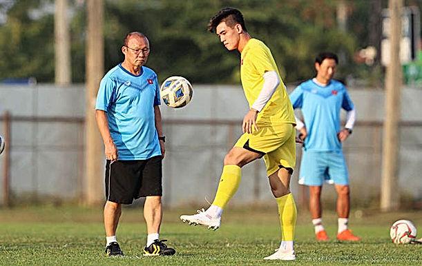 """ĐT Việt Nam & U23 Việt Nam tập trung, thầy Park không """"ngồi chơi, xơi nước"""""""