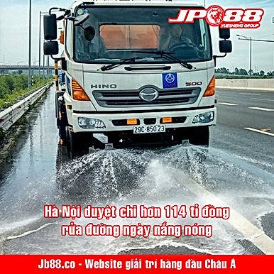 Hà Nội duyệt chi hơn 114 tỉ đồng rửa đường ngày nắng nóng