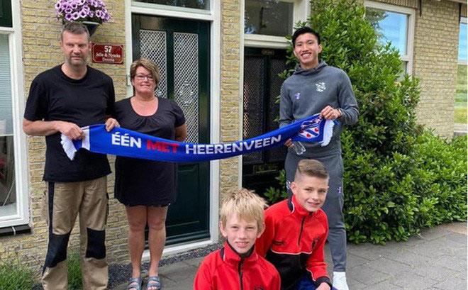 Văn Hậu đi thăm và tặng quà các fan gia hạn vé cả mùa của Heerenveen  JP88