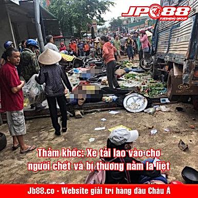 Thảm khốc: Xe tải lao vào chợ, người chết và bị thương nằm la liệt