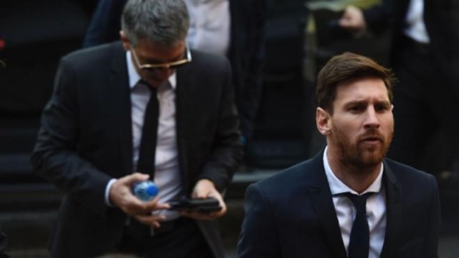 Messi hầu tòa vào năm 2016 vì cáo buộc trốn thuế.  JP88