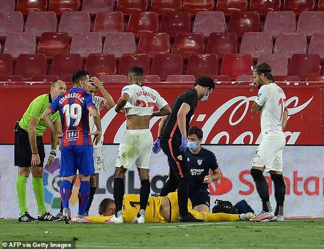 Thủ môn Vaclik của Sevilla chấn thương |JP88
