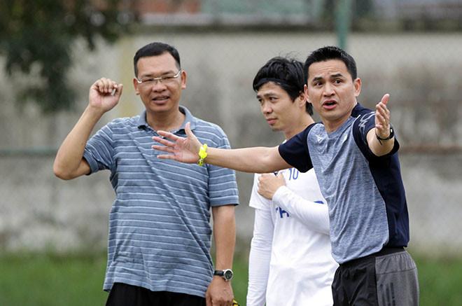 Thầy trò HLV Kiatisak đã có mặt ở TP.HCM để chuẩn bị cho cuộc đối đầu với Sài Gòn FC.