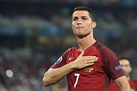 Sững sờ Ronaldo & 5 bàn thắng kinh điển: Cú bật 2,56m & pha vô lê tuyệt đỉnh