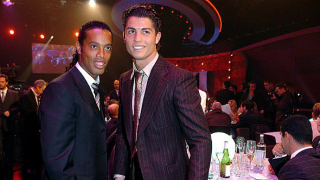 Ronaldo khó có thể phát triển sự nghiệp nếu Ronaldinho gia nhập MU. |JP88