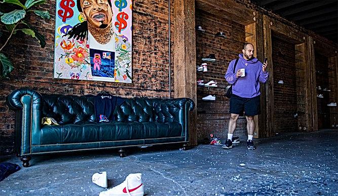 Nike, Supreme, Flight Club bị cướp sạch giữa bão biểu tình tại Mỹ