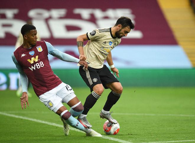 Bruno Fernandes mới là người chủ động hơn trong pha bóng này |JP88