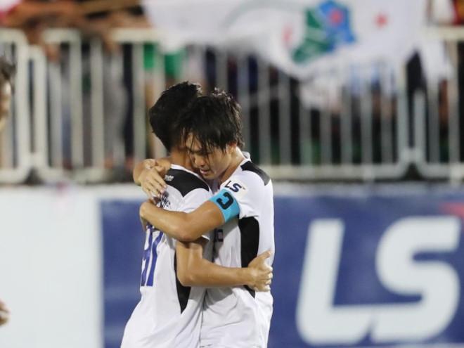 Tuấn Anh ăn mừng với đồng đội |JP88