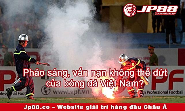 Đội tuyển Việt Nam cũng chịu hệ lụy vì pháo sáng