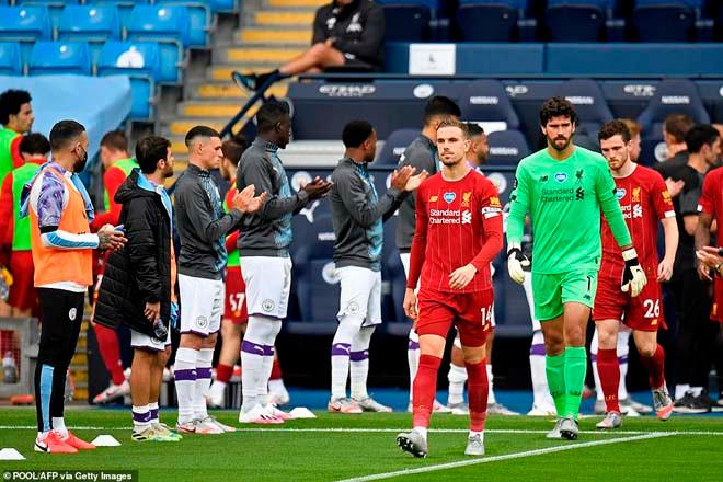 Liverpool được các cầu thủ Man City chào đón |JP88