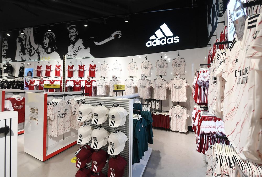 Mẫu áo mới của Arsenal tại store