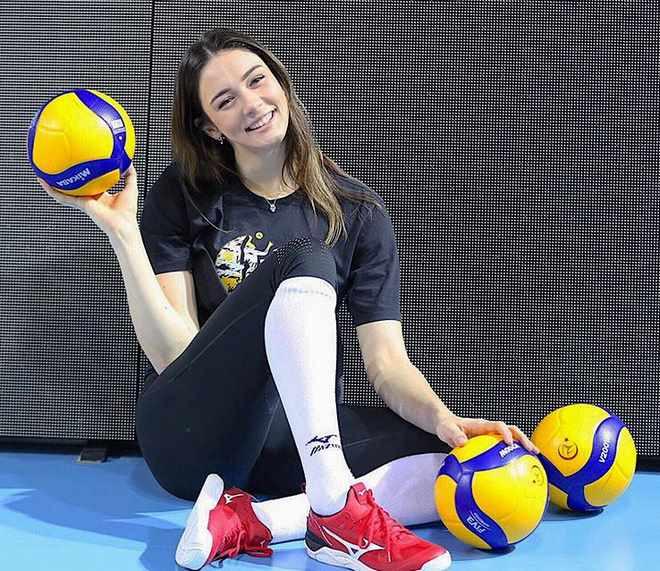 Người đẹp bóng chuyền Zehra Gunes mới ở tuổi 20 |JP88