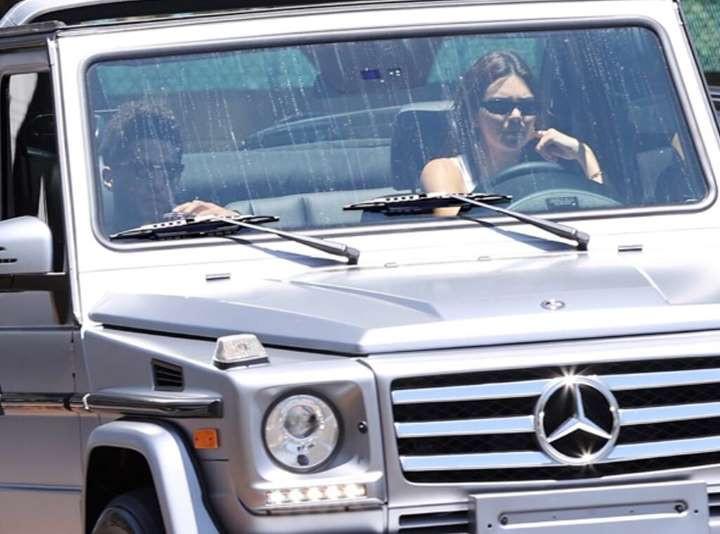 Booker và Jenner trong một chuyến đi xa