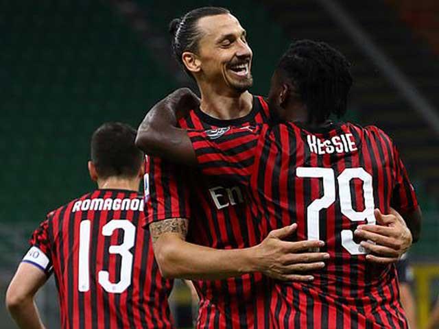 Ibra ăn mừng bàn thắng cho Milan  JP88