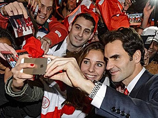 Federer khiến fan ngỡ ngàng, Djokovic từng chỉ còn 10 đô