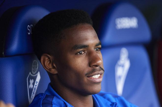 Junior Firpo sẽ là một phần trong bản hợp đồng chiêu mộ Lautaro Martinez của Barcelona? |JP88