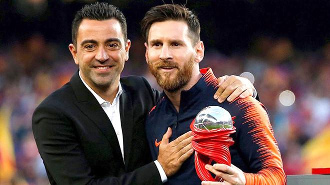 Xavi (trái) có thể trở lại dẫn dắt Barca |JP88
