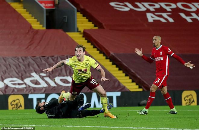 Liverpool thua cay đắng trước Burnley dù dứt điểm tới 27 lần