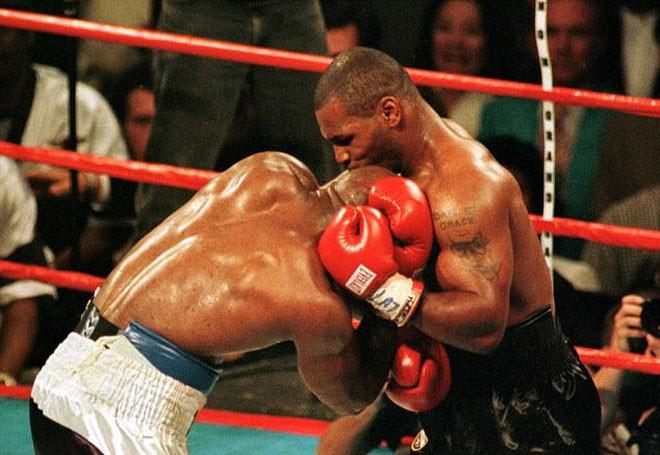Màn cắn tai để đời của siêu võ sỹ người Mỹ, Mike Tyson |JP88