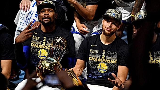 Hiệu quả hơn cả Michael Jordan, đó là Stephen Curry phiên bản Playoffs