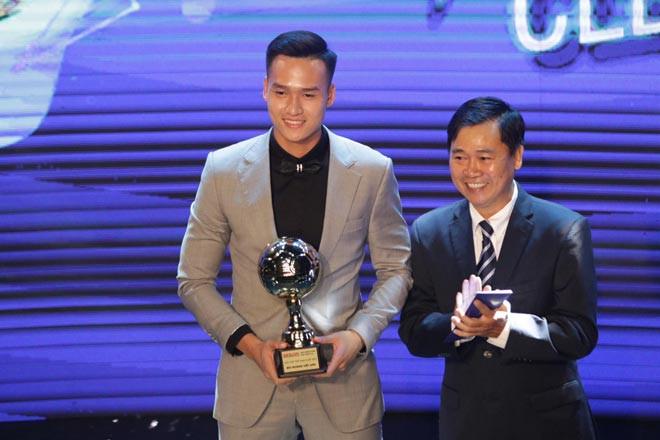 """Bùi Hoàng Việt Anh đoạt giải """"Cầu thủ nam trẻ xuất sắc nhất năm 2020"""""""
