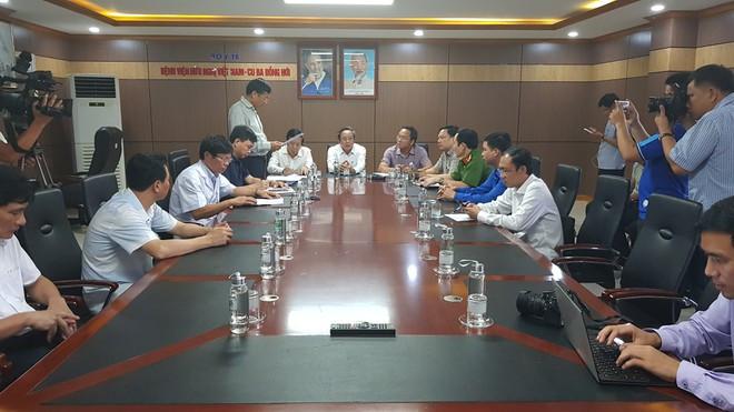 Cuộc họp báo diễn ra ngay trong khuôn viên BV Việt Nam - Cu Ba |JP88