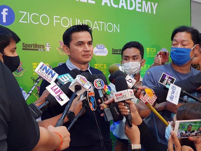 HLV Kiatisak trả lời truyền thông Thái Lan về kế hoạch giúp HAGL vô địch V-League.
