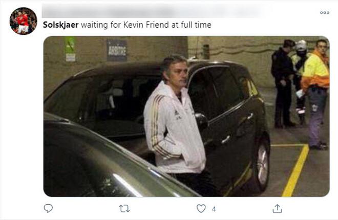 HLV của các đội bóng tại Ngoại hạng Anh thường xuyên trở thành trò đùa trên mạng xã hội