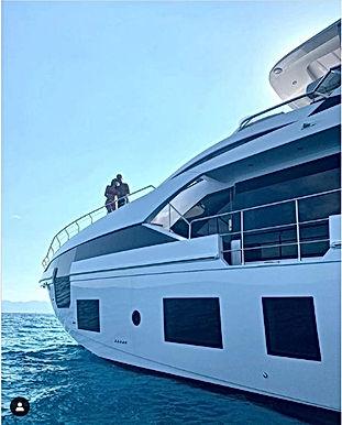 Ronaldo tậu du thuyền 135 tỷ đồng chiều mỹ nữ, thư giãn chờ vô địch Serie A