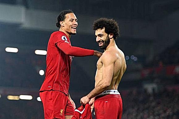 Ngoại hạng Anh ưu ái Liverpool: Chưa vô địch đã có sẵn tên trên cúp