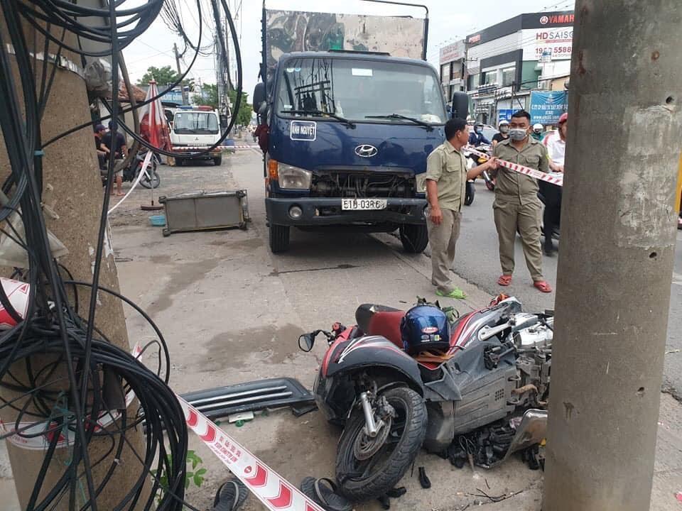 Người đàn ông bị xe tải tông tử vong khi dừng chờ đèn đỏ.  JP88