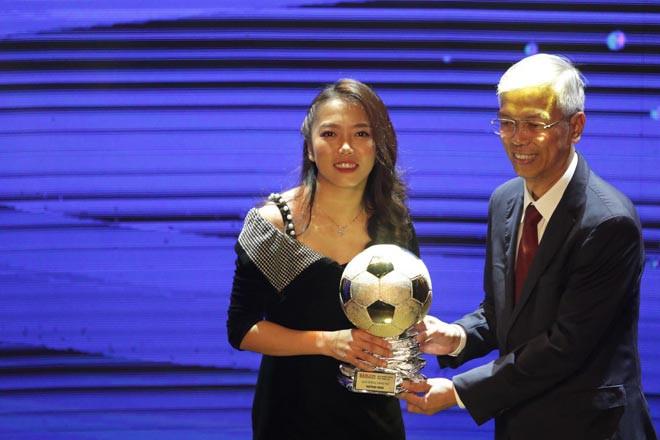 """Huỳnh Như xuất sắc nhận giải """"Quả bóng Vàng nữ Việt Nam năm 2020"""""""