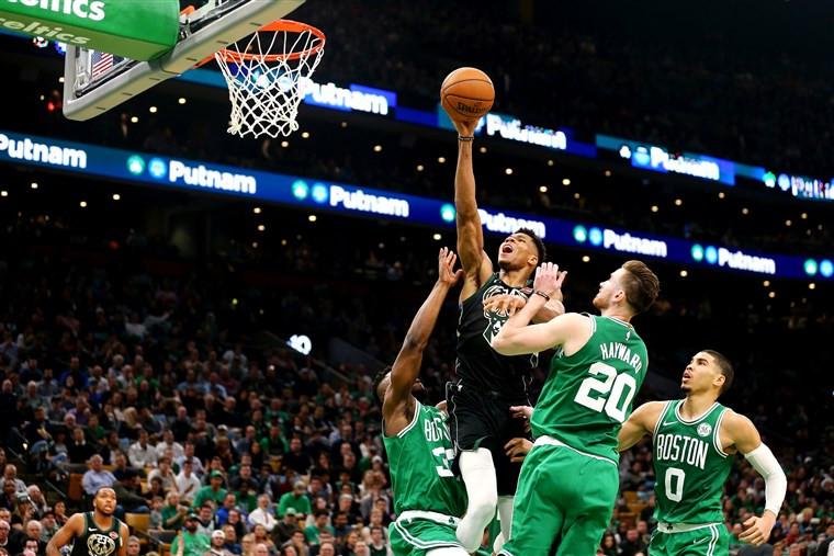 Giannis Antetokounmpo sẽ chạm trán dàn cầu thủ trẻ của Boston Celtics |JP88