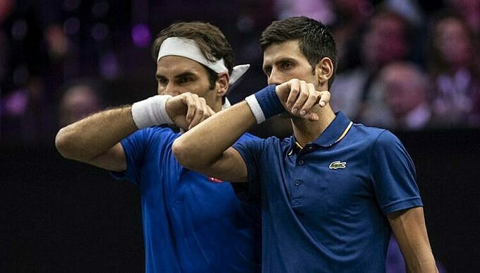 Federer (trái) hơn Djokovic ba Grand Slam. Ảnh: AFP. |JP̣88