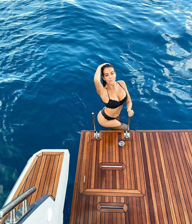 Georgina Rodriguez khoe 3 vòng đẹp hút hồn khi đi nghỉ mát cùng bạn trai nổi tiếng |Vua-the-thao
