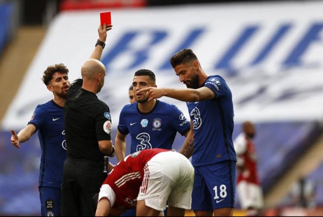 Anthony Taylor đã quá nặng tay khi rút thẻ đỏ với Kovavic?  JP88