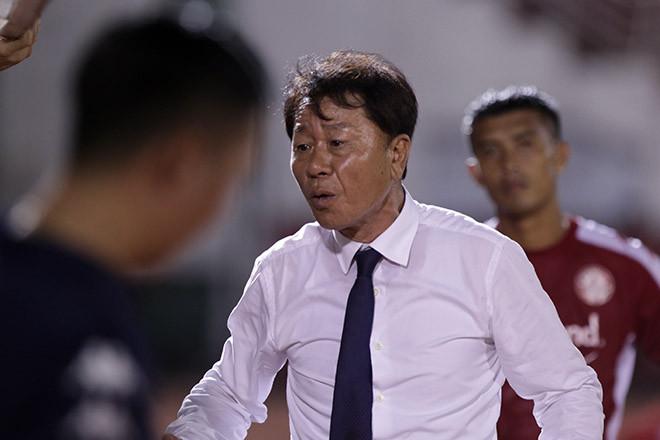 HLV Chung Hae Soung không hài lòng về tinh thần thi đấu của các cầu thủ TP.HCM |JP88