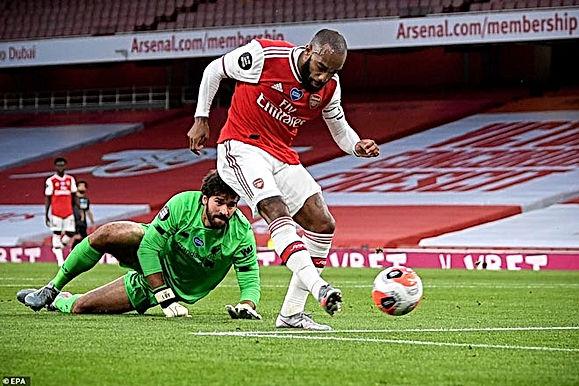 Arsenal lội ngược dòng ngay trong Hiệp 1, triệu fan Arsenal phẫn nộ với quyết định của Trọng tài