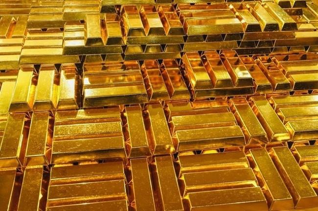"""Nhiều người vay vàng đang """"hoa mắt"""" trước việc giá vàng liên tục đứng ở mức cao thời gian gần đây  JP88"""