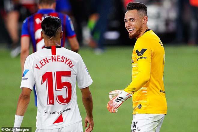 Ocampos (áo vàng) tỏa sáng trong vai trò thủ môn bất đắc dĩ |JP88