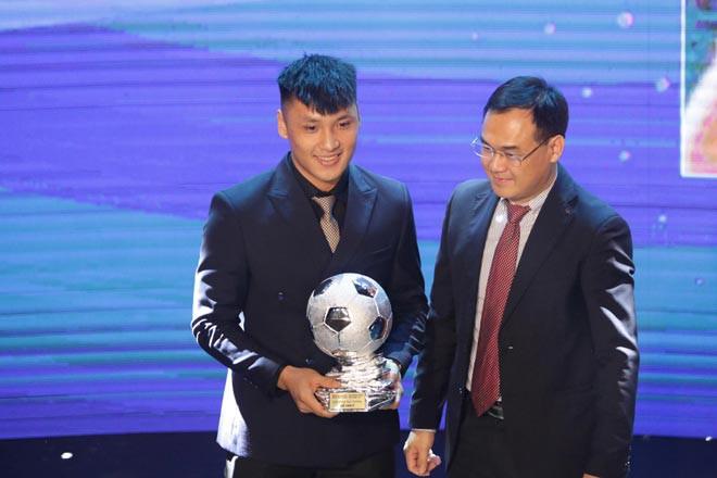 """Hồ Văn Ý nhận giải """"Quả bóng Bạc Futsal Việt Nam năm 2020"""""""