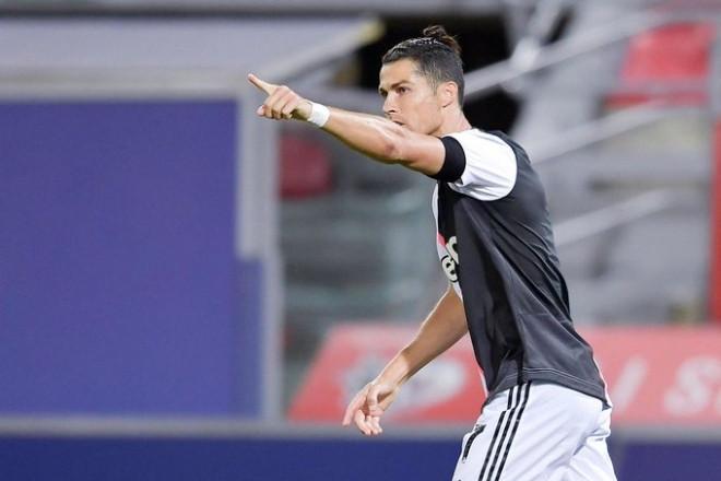 Ronaldo lập siêu phẩm đẹp mắt giúp Juventus củng cố ngôi đầu Serie A |JP88