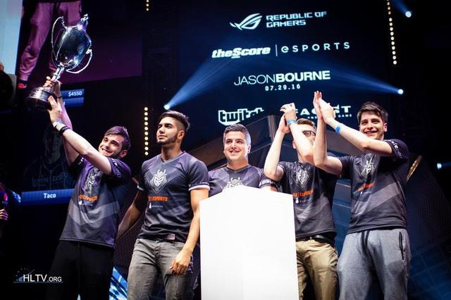 ScreaM cùng những người đồng đội với chức vô địch ECS Season 1 Finals |JP88